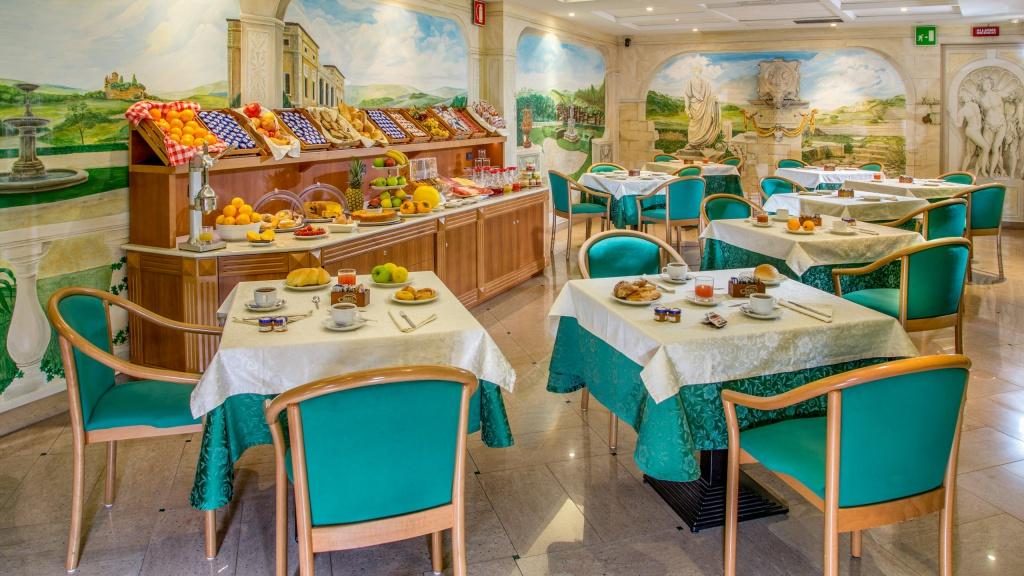 Hotel-Colonna-Frascati-breakfast-room-21
