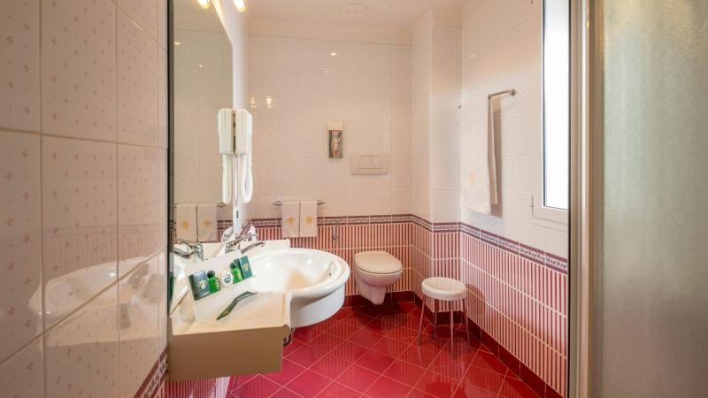 Hotel-Colonna-Frascati-bathroom-15