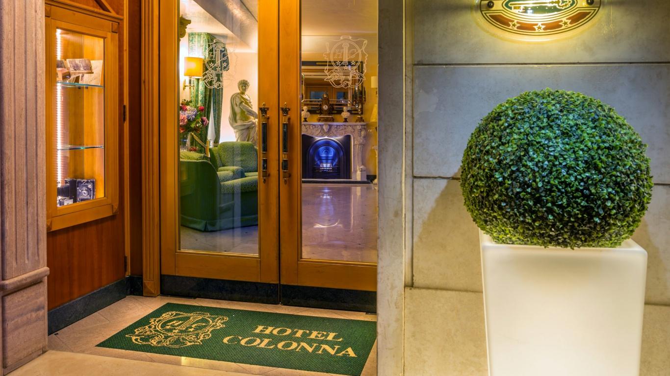 Hotel-Colonna-Frascati-entrance-5