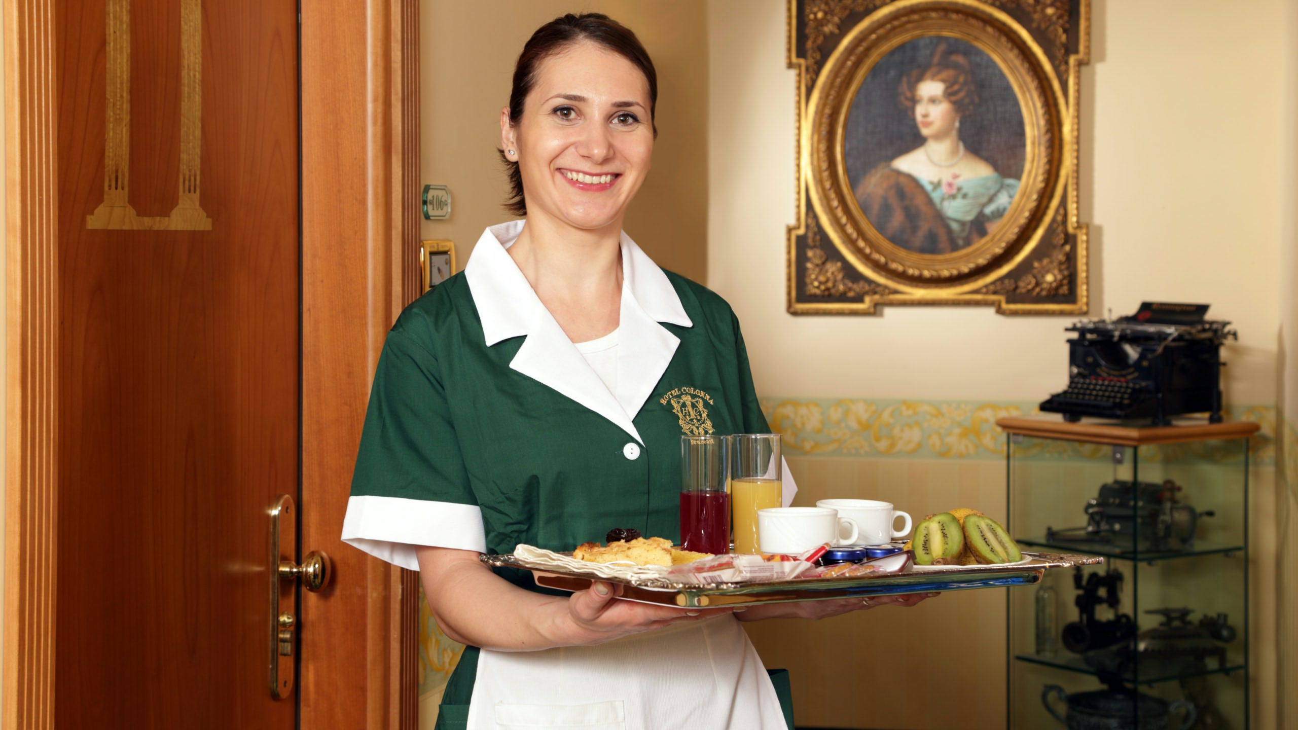 Hotel-Colonna-Frascati-chambermaid