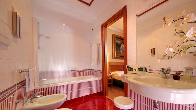Hotel-Colonna-Frascati-bathroom