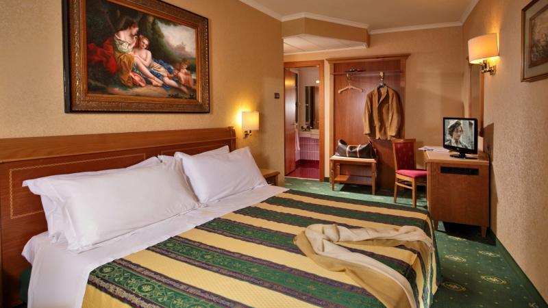 Hotel-Colonna-Frascati-junior-suite-room